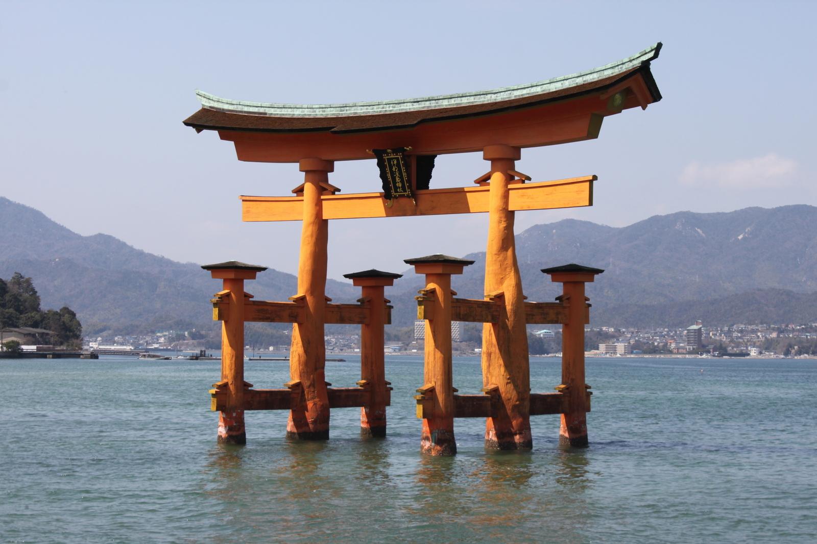 Torij des Itsukushima Schreins