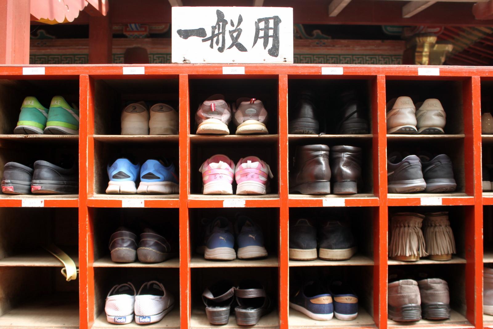 Bitte Schuhe ausziehen