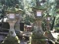 Steinerne Tempellampen mit Reh in Nara